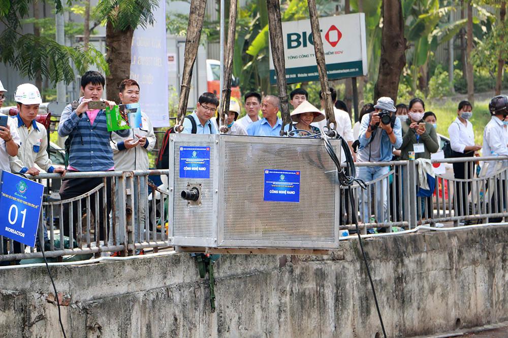 Chuyên gia Nhật giữa trưa lội nước, sông Tô Lịch chờ đón điều bất ngờ-8