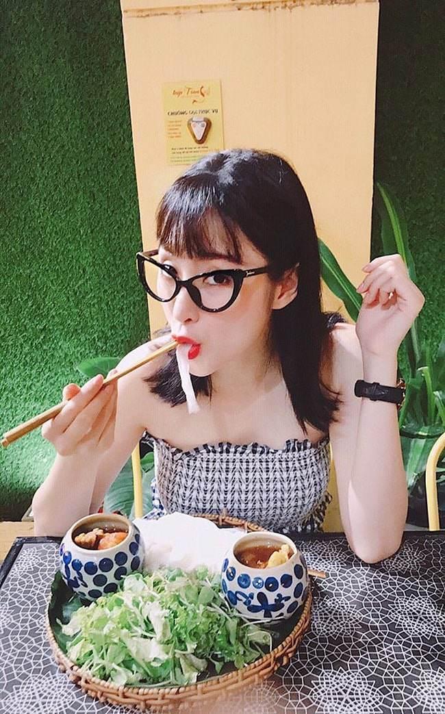 Áo tai tiếng nhất năm 17 tuổi của Angela Phương Trinh lại đang là mốt 2019-3