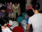 Kinh hãi nước sinh hoạt đen như cống ở chung cư Hà Nội: Người dân bị đau mắt, dị ứng không dám sử dụng-10