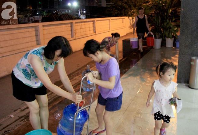 Hà Nội: Giữa đợt nắng nóng đỉnh điểm, 200 hộ dân chung cư nhốn nháo vì mất nước sinh hoạt-8