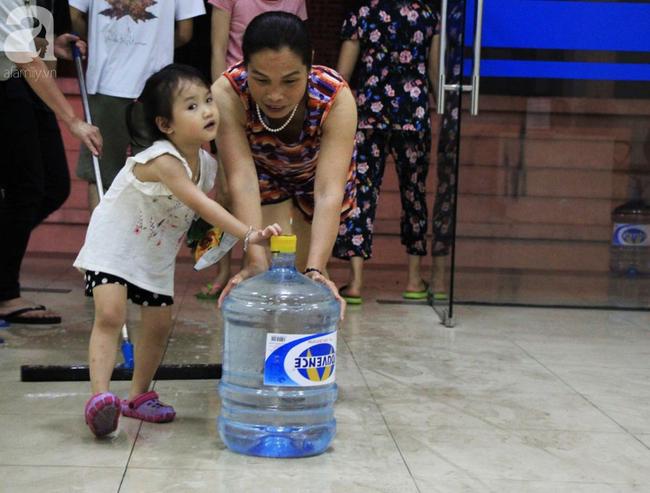 Hà Nội: Giữa đợt nắng nóng đỉnh điểm, 200 hộ dân chung cư nhốn nháo vì mất nước sinh hoạt-1