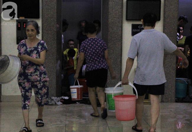 Hà Nội: Giữa đợt nắng nóng đỉnh điểm, 200 hộ dân chung cư nhốn nháo vì mất nước sinh hoạt-7