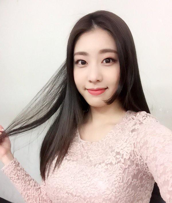 Bạn gái kém 17 tuổi của So Ji Sub hóa ra lại cực kỳ nổi tiếng tại Hàn Quốc và thậm chí được tôn là nữ thần-3