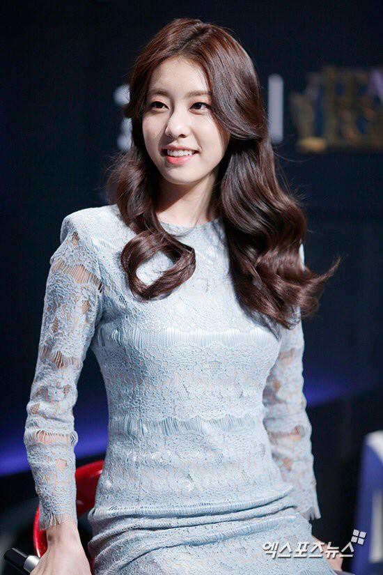 Bạn gái kém 17 tuổi của So Ji Sub hóa ra lại cực kỳ nổi tiếng tại Hàn Quốc và thậm chí được tôn là nữ thần-15