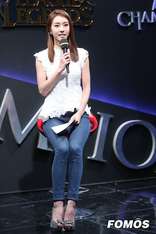 Bạn gái kém 17 tuổi của So Ji Sub hóa ra lại cực kỳ nổi tiếng tại Hàn Quốc và thậm chí được tôn là nữ thần-18