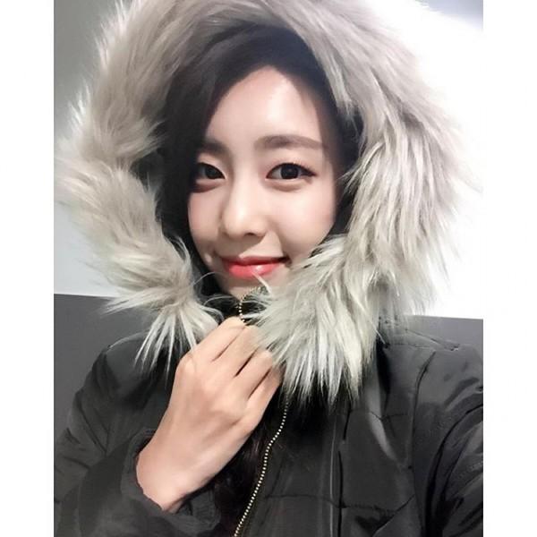 Bạn gái kém 17 tuổi của So Ji Sub hóa ra lại cực kỳ nổi tiếng tại Hàn Quốc và thậm chí được tôn là nữ thần-21