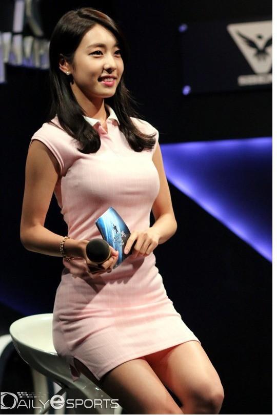 Bạn gái kém 17 tuổi của So Ji Sub hóa ra lại cực kỳ nổi tiếng tại Hàn Quốc và thậm chí được tôn là nữ thần-9