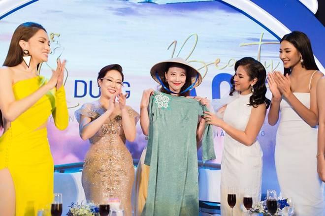 Diện chiếc váy cắt xẻ đến 4 điểm cực hiểm, Hương Giang thách thức mọi ánh nhìn-7