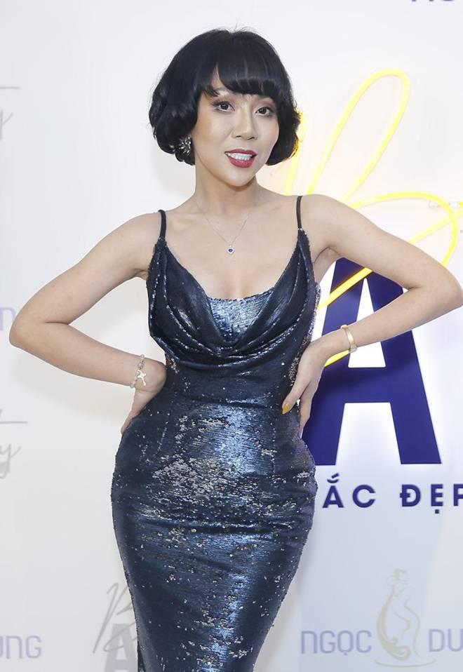 Diện chiếc váy cắt xẻ đến 4 điểm cực hiểm, Hương Giang thách thức mọi ánh nhìn-13