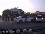 Mẹo tránh đạp nhầm chân ga, chân phanh khi lái ôtô-2