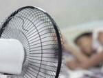 Nắng nóng đỉnh điểm ở Hà Nội, thợ điều hòa kiếm tiền triệu mỗi ngày-5