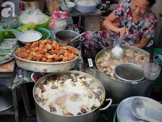 Quán ăn nhỏ hơn 40 năm tuổi góp phần làm nên văn hóa ẩm thực hẻm Sài Gòn: 7 ngày bán 7 món khác nhau, tuyệt hảo nhất chính là món chay-3
