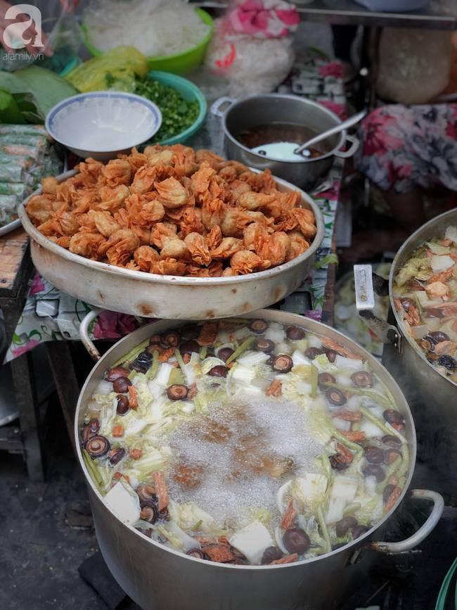 Quán ăn nhỏ hơn 40 năm tuổi góp phần làm nên văn hóa ẩm thực hẻm Sài Gòn: 7 ngày bán 7 món khác nhau, tuyệt hảo nhất chính là món chay-7