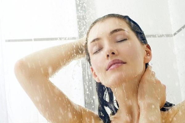 Tắm vào mùa hè: Hãy nhớ 2 thời điểm vàng và 7 việc không làm khi tắm để tránh bị đột tử-1