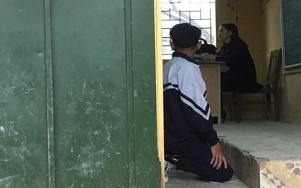 Học sinh của lớp bị giáo viên phạt quỳ: Có hôm cô bắt 3-4 bạn qùy trước bục giảng-1