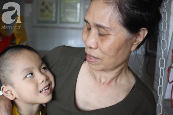 Biết con trai 5 tuổi bị bại não, mẹ nhẫn tâm bỏ đi để lại con cho bà nội già yếu mà không có tiền cứu chữa-2