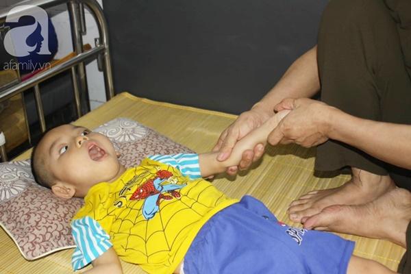 Biết con trai 5 tuổi bị bại não, mẹ nhẫn tâm bỏ đi để lại con cho bà nội già yếu mà không có tiền cứu chữa-3