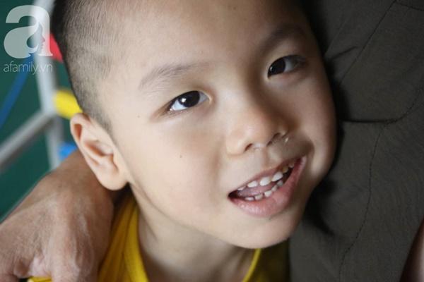 Biết con trai 5 tuổi bị bại não, mẹ nhẫn tâm bỏ đi để lại con cho bà nội già yếu mà không có tiền cứu chữa-4