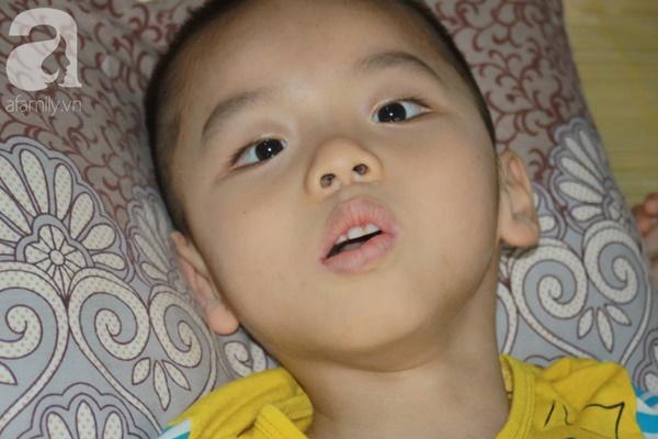 Biết con trai 5 tuổi bị bại não, mẹ nhẫn tâm bỏ đi để lại con cho bà nội già yếu mà không có tiền cứu chữa-5