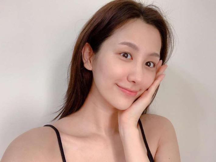 Học nàng Beauty blogger này cách làm mặt nạ tự nhiên: Đơn giản, rẻ tiền mà còn giúp giải nhiệt làn da mùa hè-1