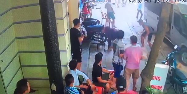 Chủ nhà nghỉ ở Sầm Sơn bị nhóm thanh niên đâm chém trọng thương-1