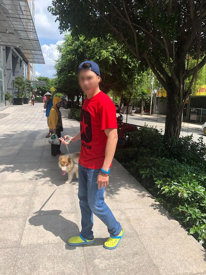"""Bị nhắc nhở khi dắt chó trong khuôn viên chung cư, nam Việt Kiều quát nạt bác bảo vệ cùng nhiều người lớn tuổi: Chó tao là chó nằm máy lạnh!""""-1"""