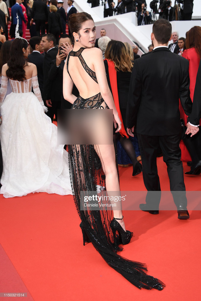"""Toàn bộ hình ảnh Ngọc Trinh ở Cannes với bộ cánh có như không"""" bị truyền thông quốc tế đăng tải, nhưng những ánh mắt ái ngại mới đáng chú ý-2"""