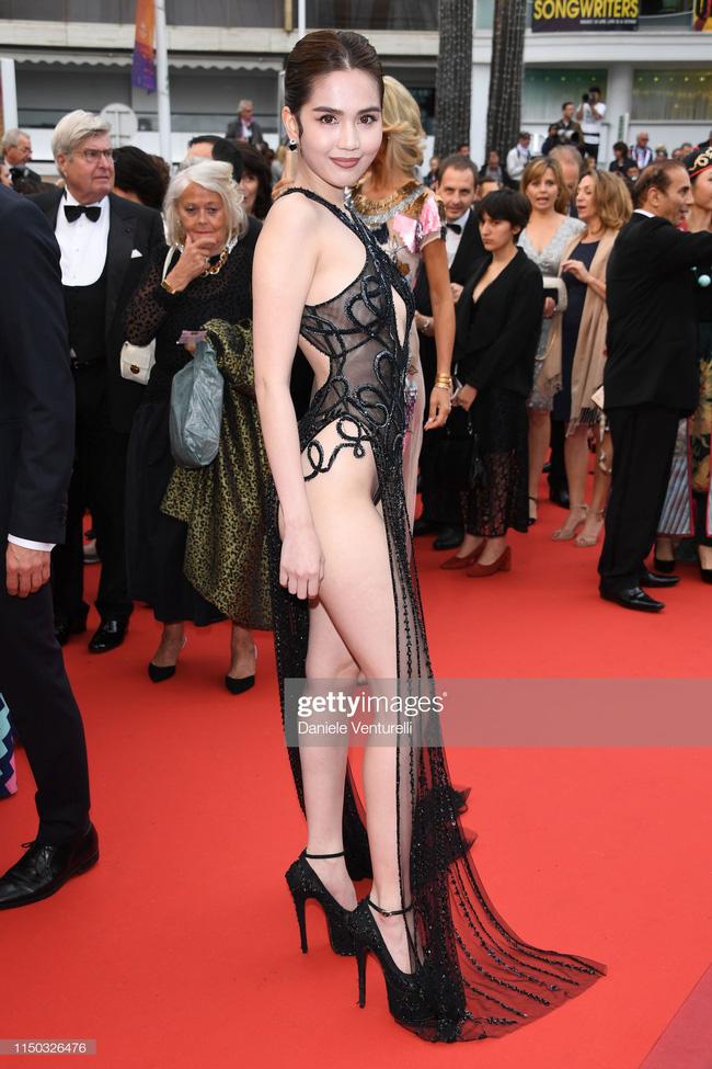 """Toàn bộ hình ảnh Ngọc Trinh ở Cannes với bộ cánh có như không"""" bị truyền thông quốc tế đăng tải, nhưng những ánh mắt ái ngại mới đáng chú ý-8"""