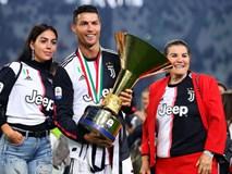Ronaldo hạnh phúc bên mẹ và bạn gái trong ngày trọng đại của cuộc đời