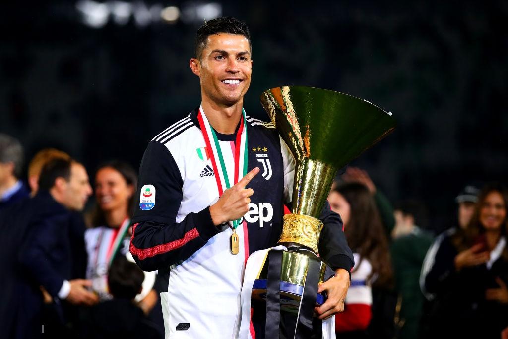 Ronaldo hạnh phúc bên mẹ và bạn gái trong ngày trọng đại của cuộc đời-2