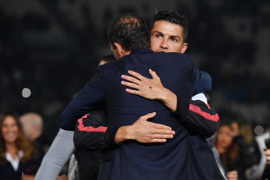 Ronaldo hạnh phúc bên mẹ và bạn gái trong ngày trọng đại của cuộc đời-9