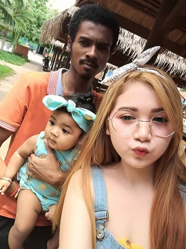Cặp chồng xấu vợ hotgirl công khai ảnh gia đình, nhìn mặt con gái mà sốc-8