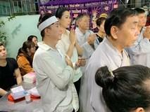 Long Nhật đeo khăn tang, lo toan như người thân trong gia đình tại tang lễ Vương Bảo Tuấn