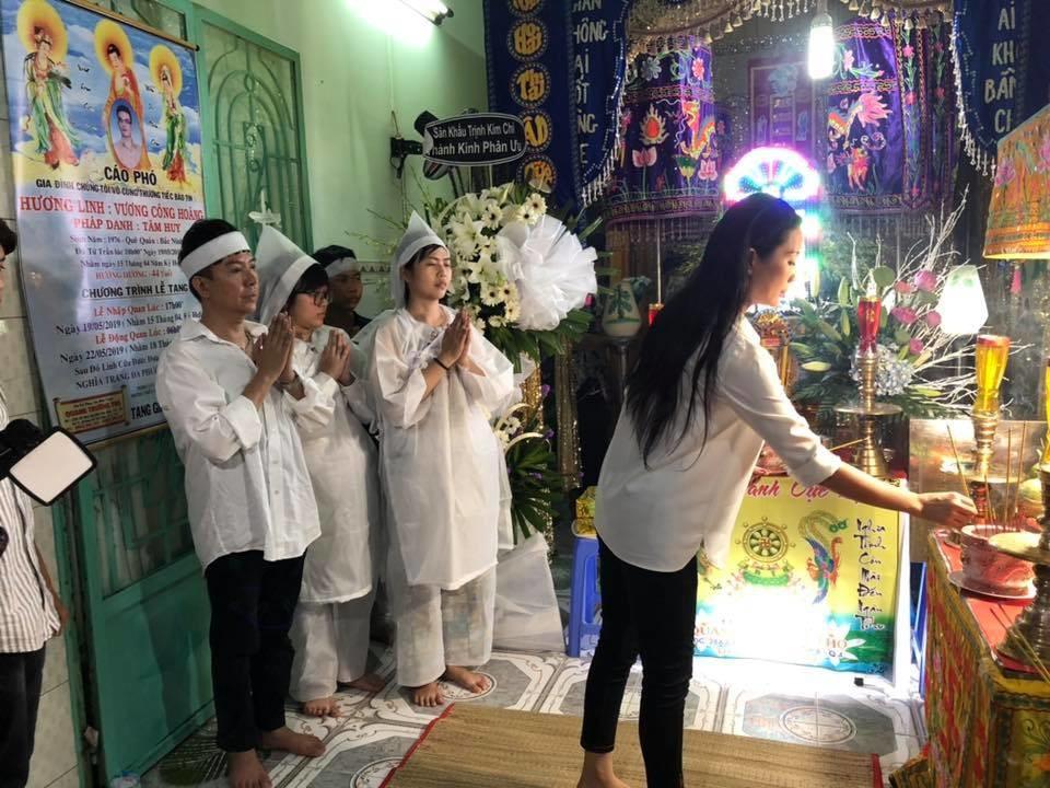 Long Nhật đeo khăn tang, lo toan như người thân trong gia đình tại tang lễ Vương Bảo Tuấn-2