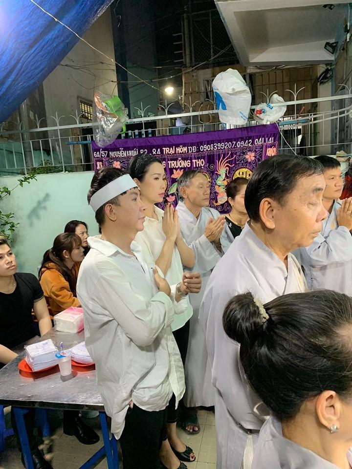 Long Nhật đeo khăn tang, lo toan như người thân trong gia đình tại tang lễ Vương Bảo Tuấn-1