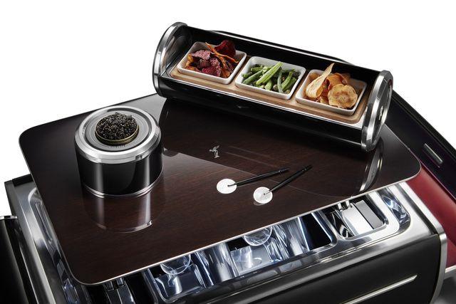 Hộp rượu trên xe Rolls-Royce có giá bằng một chiếc BMW-7