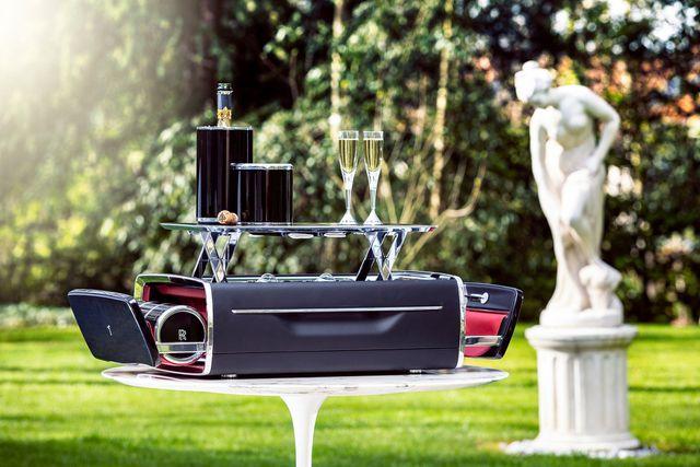 Hộp rượu trên xe Rolls-Royce có giá bằng một chiếc BMW-10