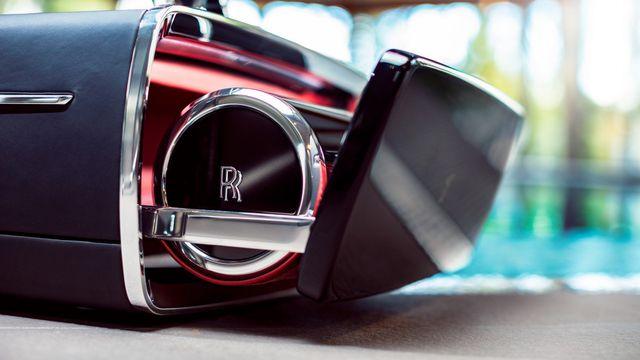 Hộp rượu trên xe Rolls-Royce có giá bằng một chiếc BMW-8