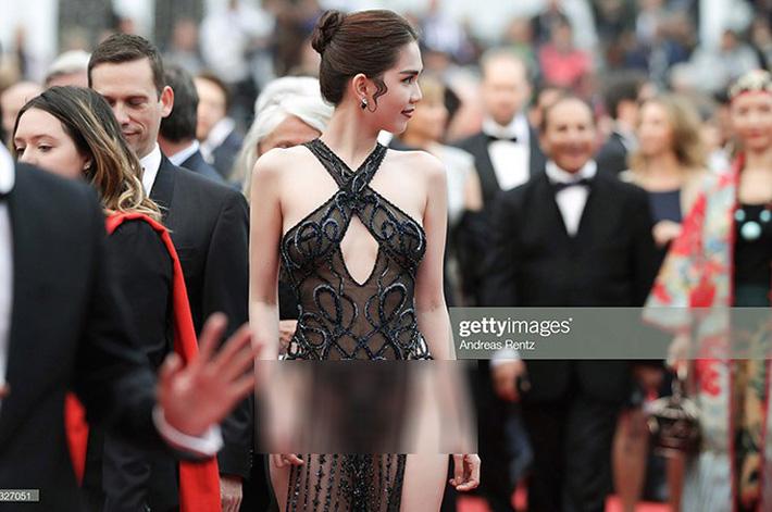 Tiết lộ gây shock từ NTK Đỗ Long: Ngọc Trinh hoàn toàn không mặc nội y trong bộ đồ hở bạo tại Cannes-3