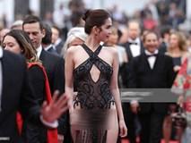 Tiết lộ gây shock từ NTK Đỗ Long: Ngọc Trinh hoàn toàn không mặc nội y trong bộ đồ hở bạo tại Cannes