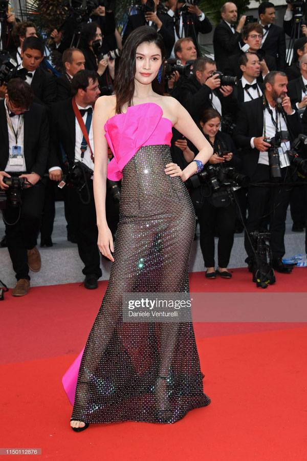 Thiên thần số 1 châu Á mặc như bán khỏa thân trên thảm đỏ Cannes là ai?-2