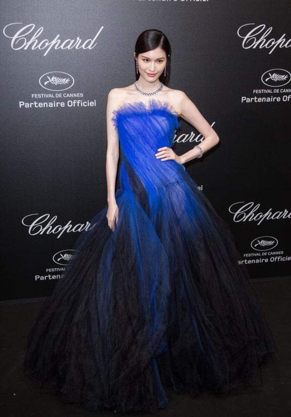 Thiên thần số 1 châu Á mặc như bán khỏa thân trên thảm đỏ Cannes là ai?-7