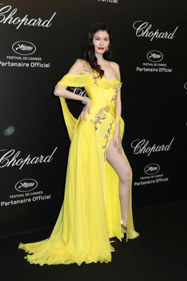 Thiên thần số 1 châu Á mặc như bán khỏa thân trên thảm đỏ Cannes là ai?-6