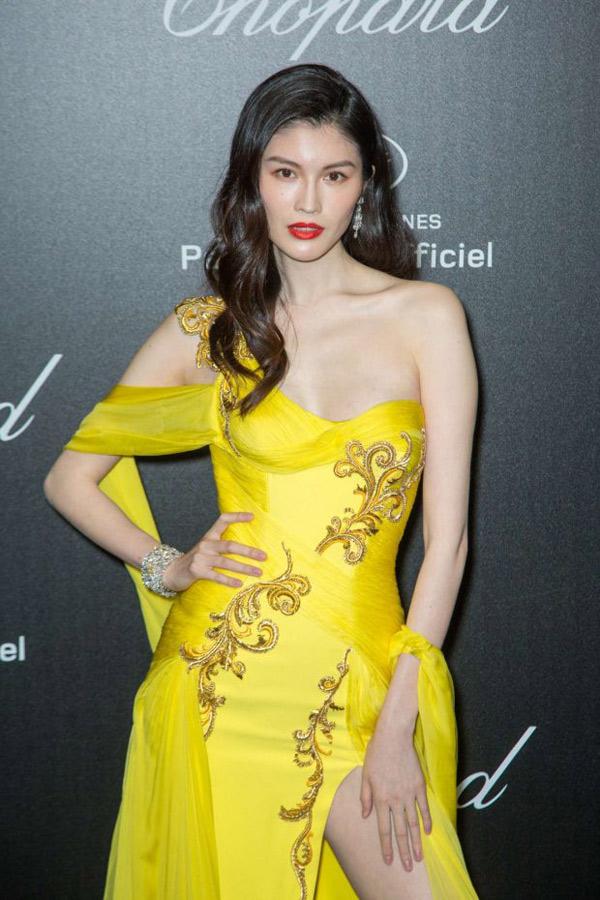 Thiên thần số 1 châu Á mặc như bán khỏa thân trên thảm đỏ Cannes là ai?-5