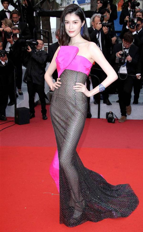 Thiên thần số 1 châu Á mặc như bán khỏa thân trên thảm đỏ Cannes là ai?-3