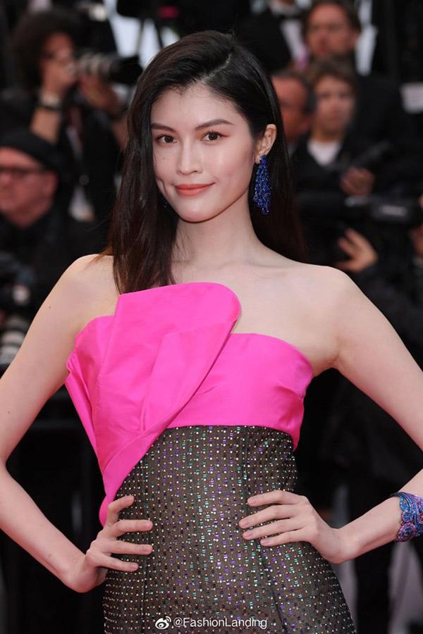 Thiên thần số 1 châu Á mặc như bán khỏa thân trên thảm đỏ Cannes là ai?-4