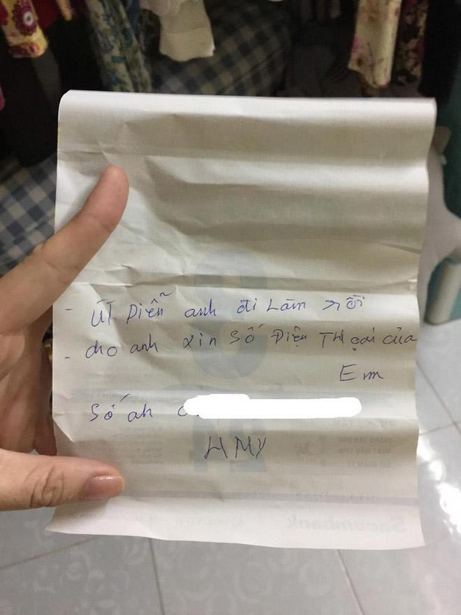 Cô gái nhận mảnh giấy xin số điện thoại ở khe cửa phòng, càng hoảng khi phát hiện người viết-1