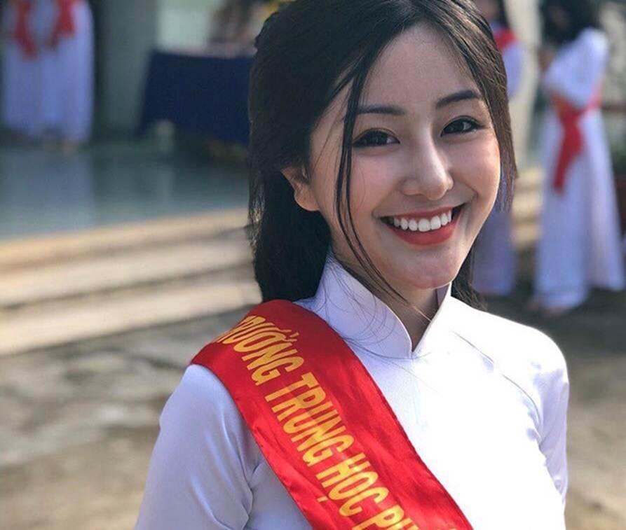 Loạt hot girl sinh năm 2001 đang ôn tập cho kỳ thi THPT quốc gia-10