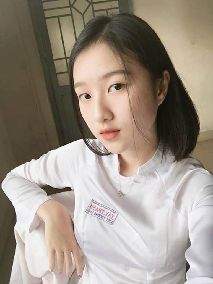Loạt hot girl sinh năm 2001 đang ôn tập cho kỳ thi THPT quốc gia-2