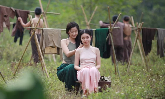 Cách mặc lớn trước tuổi của thiếu nữ diễn cảnh nóng trong phim Vợ ba-2